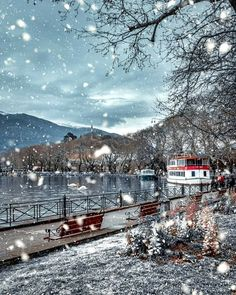 ☆Ioannina is one of Northern Greece's most atmospheric cities. It is set on the western shore of the lovely Lake Pamvotis, and framed by an impressive mountain range Peles Castle, Beautiful Places, Beautiful Pictures, Road Trip, Renaissance Architecture, Wanderlust, Go Hiking, Old City, Amazing Destinations
