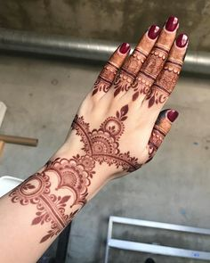 Another stain picture. Here you can see the mature stain on a better light .#atlantahennastudiohennacone #henna #mehndi #hennaart