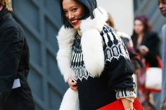 Cozying Up with Intarsia Sweaters 冬日必備街拍單品:暖呼呼崁花針織衫 | Popbee - 線上時尚生活雜誌