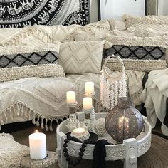 MOROCCAN VIBES 🖤 Now you know how I love changing things around so here it goes.. stay tuned 😜 Happy Friday 🙌🏻 . . . #monochrome #textures #cushions #cushioncrush #bohohome #cushionaddict #mandalathrow #throws #floorcushion #crochet #shellbasket #candles #candleholders #shellball #chakkitable #beads #tassels #living_boho #shelldecor #prints #interiorstyling #coastaldecor #neutrals #coastalstyle #coastalhome #boho #bohostyle #mystyle #bohemianvibes #moroccanvibes