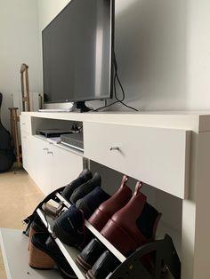 Para dormitorio, con cajonera y botinero Flat Screen, Drawer Unit, Tv Unit Furniture, Architects, Yurts, Interiors, Blood Plasma, Flatscreen, Dish Display
