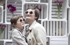 Jak krople wody :) zdjęcia z sesji MiniMe z okazji Dnia Matki. Mama - płaszcz Benetton, córeczka - Smyk, okulary słoneczne Novamoda.pl