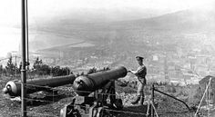 Noon Gun, Signal Hill being prepared by a member of the Royal Garrison Artillery in 1910 Old Pictures, Old Photos, Vintage Photos, Signal Hill, Cape Town South Africa, Most Beautiful Cities, Historical Pictures, African History, Live