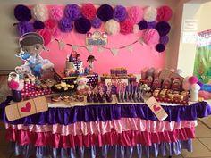 Mesa de dulces Doc Mcstuffins Candy table