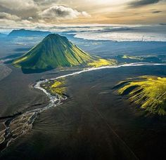 Iceland'sLandmannalaugar: Where lava creates wonderful beauty