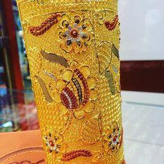 Свързано изображение Pakistani Bridal Couture, Copper, Brass, Uncut Diamond, Gold Bangles, Jewelery, Diamonds, Bronze, Hands