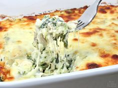 Spinach Artichoke Chicken Casserole - Keto and Low Carb A popular dip turned into a delicious Keto-friendly casserole and baking with gooey mozzarella cheese on top! Low Carb Chicken Casserole, Low Carb Chicken Recipes, Keto Casserole, Casserole Recipes, Cooking Recipes, Healthy Recipes, Keto Recipes, Turkey Recipes, Spinach Artichoke Chicken