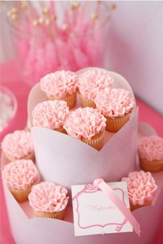 carnation cupcakes for gamma phi beta girls :)