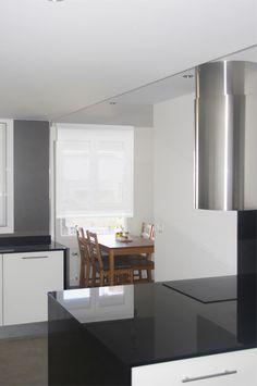 #Cocina #moderno #decoracion via @planreforma #sillas #encimeras #mesas de comedor #mobiliario de cocina #barras de cocina #ventanas