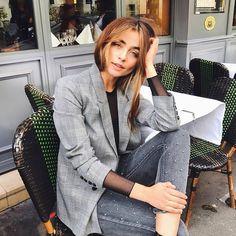 5,405 отметок «Нравится», 12 комментариев — @reserved в Instagram: «La vie Parisienne. Photo by: @matiamubysofia🔍Blazer: SQ168-MLC Blouse: RV210-99X Jeans: SI842-55J…»
