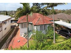 607m2 LMR With City and District Views  Price: Offers over $479,000  In an elevated, convenient location this site has panoramic district and city views and is a very short walk from bus transport, shopping centre, restaurants and cafes providing the astute buyer with a highly marketable end product upon completion of any development. The site is moments from parks, schools and a train station.