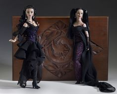 Charmed Tyler (2005) left : Spellbinding Sydney (2005)  Official Photo by Tonner Doll Company