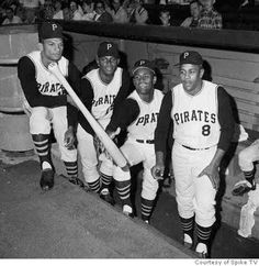 Matty Alou, Manny Mota, Roberto Clemente, Willie Stargell Pittsburgh Pirates Baseball, Pittsburgh Sports, Pittsburgh City, Roberto Clemente, Sports Baseball, Baseball Players, Baseball Stuff, Baseball Pictures, Pirate Pictures