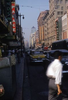 Broadway and 6th Street, around 1957. (Bizarre Los Angeles)