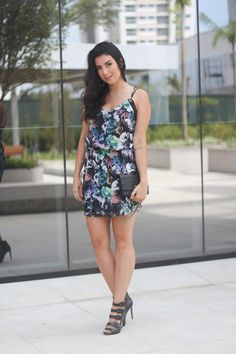 look vestido florido com fundo escuro moda fashion borboletas na carteira-2