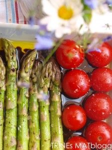 Asparagus and tomatoes Meals For One, Tomatoes, Side Dishes, Food Photography, Vegetables, Recipes, Recipies, Vegetable Recipes, Ripped Recipes