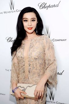 Welcome to the world of ELIE SAAB: discover the latest Haute Couture and Ready to Wear Collections, Accessories, Shows, Celebrities, Backstage and more. Fan Bingbing, My Fair Princess, Elie Saab Haute Couture, Elie Saab Dresses, Female Actresses, Chinese Model, Chinese Actress, Asian Girl, Asian Ladies