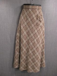 Another tweedy skirt from the 1930s.  How about a bit shorter, but keep that excellent pocket?