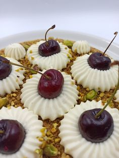 Ciliegiosa di Leonardo Di Carlo con una piccola modifica | Passionedolce Mini Cupcakes, Sweet, Desserts, Food, Candy, Tailgate Desserts, Deserts, Essen, Postres