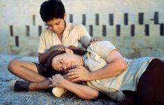 CENTRAL DO BRASIL, 1998 - Dirigido por Walter Salles. Elenco: Fernanda Montenegro, Vinicius de Oliveira, Marília Pêra, Othon Bastos, Matheus Nachtergaele. Gênero: Drama. País de origem: Brasil.