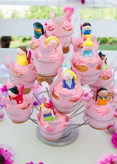 Love these fondant princesses!!!  May need to make these for MY next birthday, by golly they are cute!