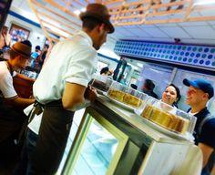 AROMA DI CAFFÈ  Nuestra mayor satisfacción es esa sonrisa  que no regalas con cada visita!. . Aroma Di Caffè #BarEspresso .  #AromaLovers  #ILoveCoffee  . #Dolces#Café#Espresso#Cappuccino#MomentosAroma#SaboresAroma#Postres#Coffee#Barismo#MeetTheBarista#Caracas#Barista#ILoveCoffee#CoffeeAddicts#Coffee#AromaDiCaffè#Instagramers#Americano#CulturaDelCafé#FrenchPress#PrensaFrancesa