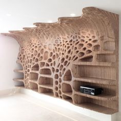 Wooden shelf in a private residence with the organic cellular formation and gradient concave-convex condition towards the ceiling. Art Furniture, Plywood Furniture, Woodworking Furniture, Furniture Plans, Furniture Design, Cnc Maschine, Futuristic Furniture, Parametric Design, Digital Fabrication