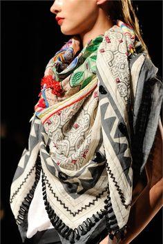 Sfilata Barbara Bui Paris - Collezioni Primavera Estate 2013 - Vogue