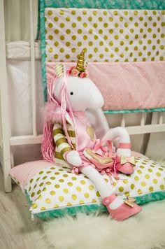 Tentokrát sme ušili Fashion jednorožku na mieru s drobnými úpravami :) Ako sa Vám páčia ružovozlaté topánky? Colorful Pillows, Pillow Cases, Toddler Bed, Colors, Furniture, Home Decor, Homemade Home Decor, Colour, Home Furnishings