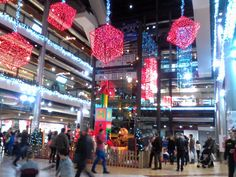 I Currently Loving Times Square, Christmas, Retail, Red Christmas, Shopping Malls, Hacks, Building, Xmas, Weihnachten