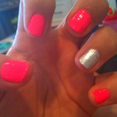 Pink is the new one finger glitter =)