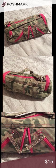 "Girls Justice Camo bag Cute camo print bag by Justice.  Has duffle bag style to it.  Lots of outside zipped pockets. Two pockets inside.  Great condition, hardly used.  Measures 9""x6"" and 4.5"" wide on sides.  14"" strap. Justice Bags"