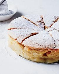 Sharlotka is a light, fluffy Russian apple cake that's simple to make and perfect for dessert, brunch or an afternoon snack. Sharlotka is a light, fluffy Russian apple cake that's simple to make and perfect for dessert, brunch or an afternoon snack. 13 Desserts, Apple Desserts, Delicious Desserts, Dessert Recipes, Yummy Food, Apple Cakes, Delicious Dishes, Snack Recipes, Wine Recipes