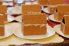"Easy Graham Cracker ""Gingerbread House"" craft for kids Graham Cracker Gingerbread House, Gingerbread House Parties, Gingerbread Houses, Frosting For Gingerbread House, Gingerbread Cake, Christmas Gingerbread, Christmas Treats, Kids Christmas, Xmas"