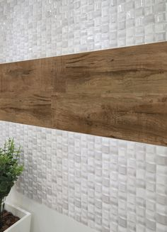 Diseño que combina azulejo y madera.