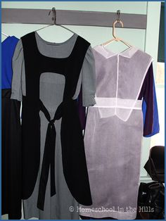 Typical clothes worn by Amish women. The dress can be any plain color. A married woman wears a black apron. Modest Outfits, Cool Outfits, Modest Clothing, Women's Clothing, Amish Pie, Diy Fashion, Ideias Fashion, Black Apron, Amish Quilts