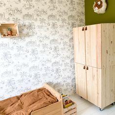 Ik maakte van 2 Ivar kasten een stoere en ruime garderobekast, inclusief hanggedeelte.  Ikea Inspiration, Baby Bedroom, Girls Bedroom, Bedroom Decor, Kids Play Spaces, Small Spaces, Kids Room Design, Pottery Barn Kids, Kidsroom