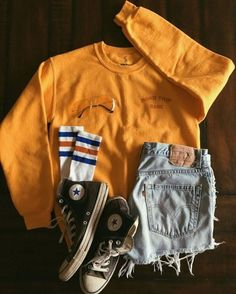 Road Trip Babe Sweatshirt Source by sweatshirt outfit summer Teen Fashion Outfits, Retro Outfits, Cute Casual Outfits, Outfits For Teens, Fall Outfits, Vintage Outfits, Vintage Clothing Styles, Fashion 2016, Night Outfits