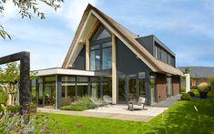Aannemersbedrijf W. Heij B.V. is mede verantwoordelijk voor deze prachtige villa