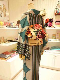 愛すべき着物たち(着たい) Yukata Kimono, Kimono Japan, Kimono Fabric, Japanese Kimono, Kimono Top, Kimono Fashion, Fashion Outfits, Kabuki Costume, Modern Kimono