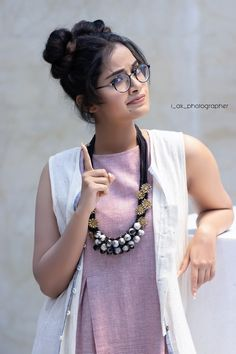 South Indian actress Anupama Parameswaran new photo gallery. Latest picture gallery of actress Anupama Parameswaran. Beautiful Girl Photo, Cute Girl Photo, Beautiful Girl Indian, Most Beautiful Indian Actress, Stylish Girls Photos, Stylish Girl Pic, Cute Girl Poses, Girl Photo Poses, Girl Pictures