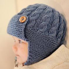 Baby Aviator Hat Knitting Pattern, Boys Hat Pattern - DAYTON A knitting pattern for a baby aviator hat with a cable design and single button chin fastening . Baby Knitting Patterns, Baby Hat Patterns, Baby Hats Knitting, Knitting For Kids, Knitted Hats, Cable Knitting, Knitting Needles, Cardigan Bebe, Knit Crochet