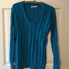 Blue cable-knit sweater Old Navy V-neck long sleeve sweater. Color is a gorgeous island jewel blue! Never worn; just waiting for a new home! Old Navy Sweaters V-Necks
