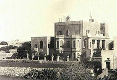Villa Sans Soucis on the way to Marsaxlokk. Still in its glory days. Nowadays it is an abandoned husk. Old Pictures, Old Photos, Maltese People, Malta History, Malta Valletta, Malta Gozo, Malta Island, Little Island, Black And White Pictures