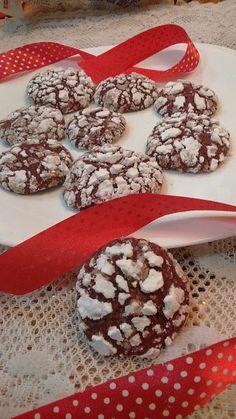 sarguna's fantabulous kitchen: Red Velvet Crackle Cookies