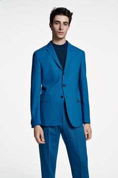 The BOSS Menswear Spring/Summer 2020 collection Mens Clothing Styles, Men's Clothing, Suit Fashion, Fashion Outfits, Hugo Boss Man, Modern Man, Knitwear, Suit Jacket, Menswear