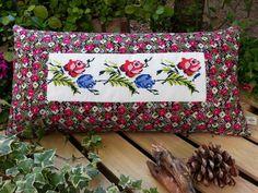 Begüldan  Basma - Kanaviçe Yastık - Kırmızı Mavi Çiçek Deseni 119,99 TL