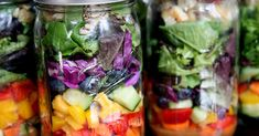 25 Mason-Jar Salad Recipes to Make Co-Workers Jealous 25 Salads in a Jar That Make Brown Bagging Fun Healthy Habits, Healthy Choices, Healthy Snacks, Healthy Eating, Healthy Recipes, Salad In A Jar, Meals In A Jar, Calories, Food Hacks