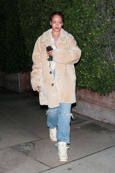 Street Style, Jordan 4, Winter Is Coming, Rihanna, Air Jordans, Celebrity Style, Fur Coat, Street Wear, Raincoat