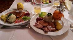 Sag's mit Früchten: Die Wirtsleute vom  Steinerwirt in Predlitz haben sich beim anschließenden Schweinsbraten eine Besonderheit ausgedacht. Den Teller des Siegers schmückten sie mit einer lachenden Orange, den des Verlierers mit einer traurigen Zitrone!